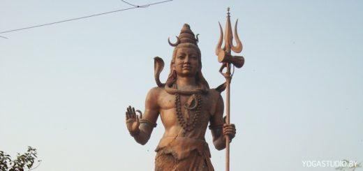 статуя шивы снята в Харидваре Индия
