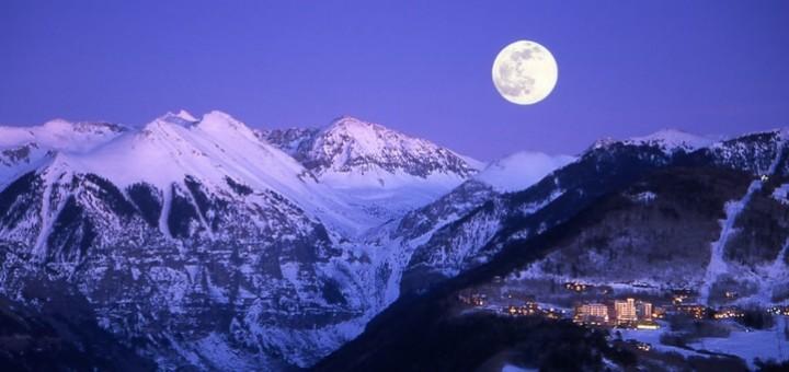 луна и зимние горы